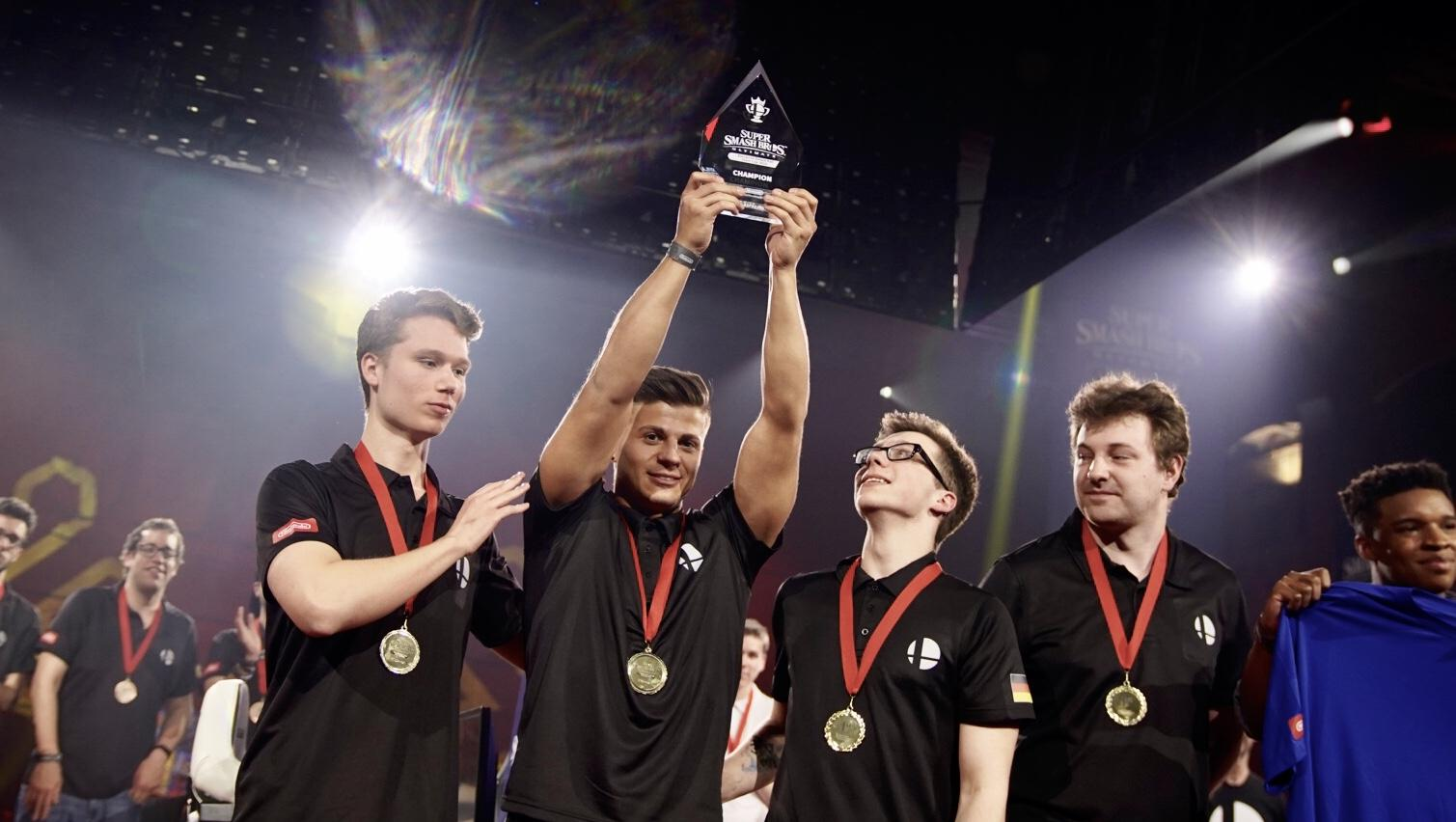 Grand final 6 Team Ehre Germany lifts the trophy